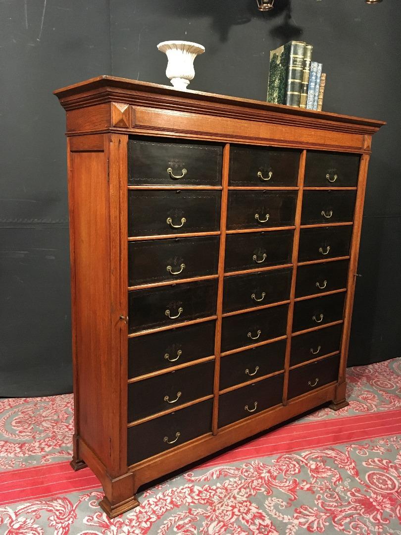 superbe meuble cartonnier classeur en chene antiques in. Black Bedroom Furniture Sets. Home Design Ideas