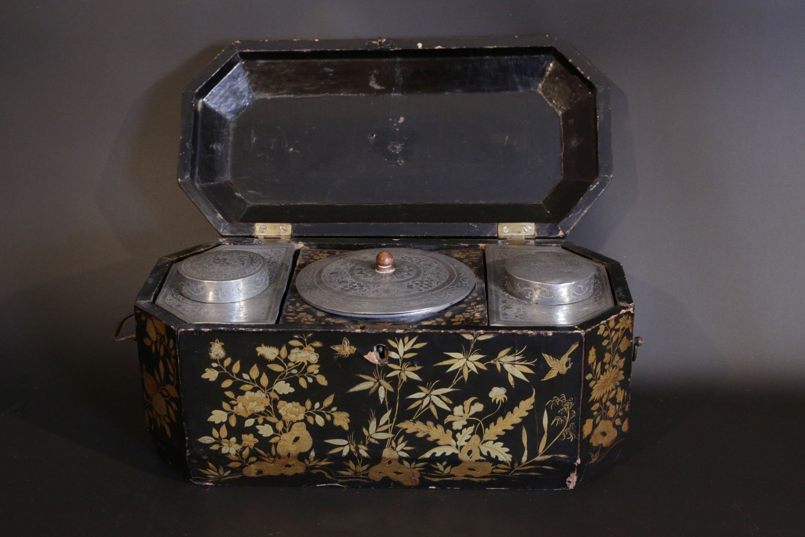 Tea box in Chinese lacquer  19th century