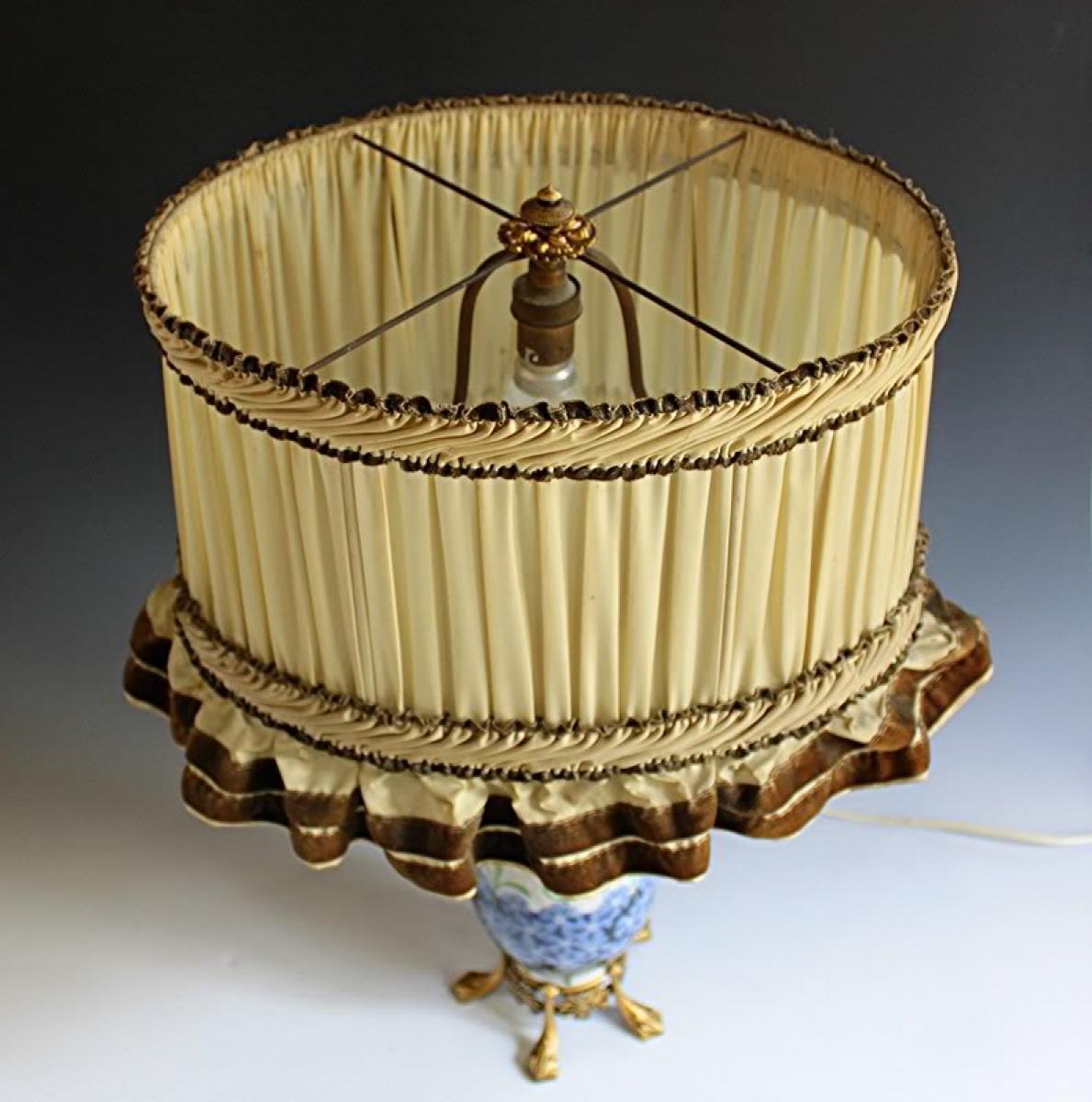 Paris Porcelain Art Nouveau Period Lamp Chinese Taste: ART NOUVEAU PERIOD LAMP IN SEVRES PORCELAIN AND BRONZE