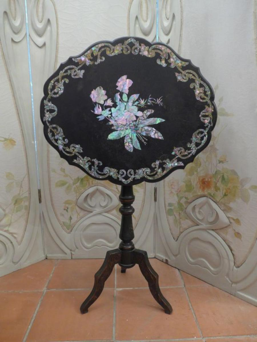 NAPOLEON III PERIOD SCREEN / ACCENT TABLE