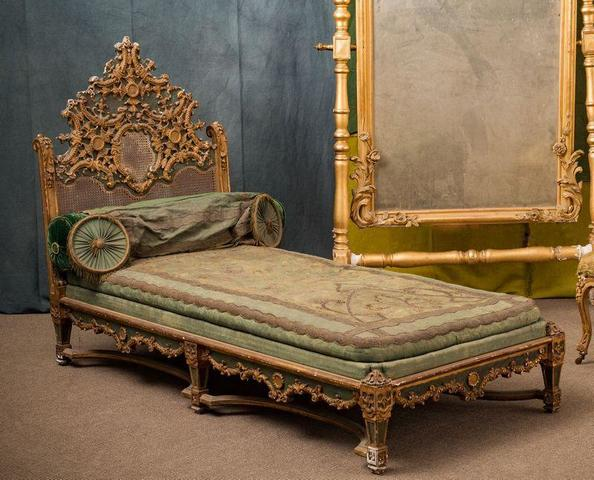 GILTWOOD LIVING ROOM SUITE