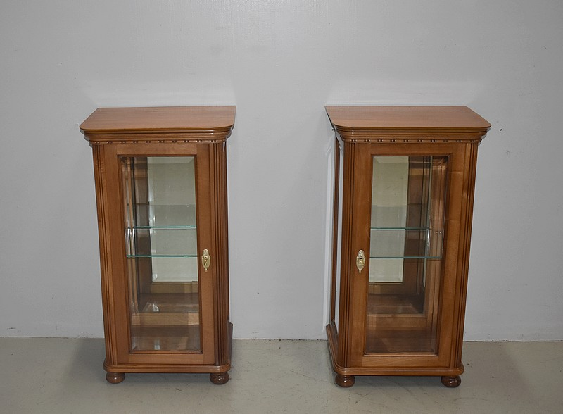 PAIR OF DISPLAY CABINETS