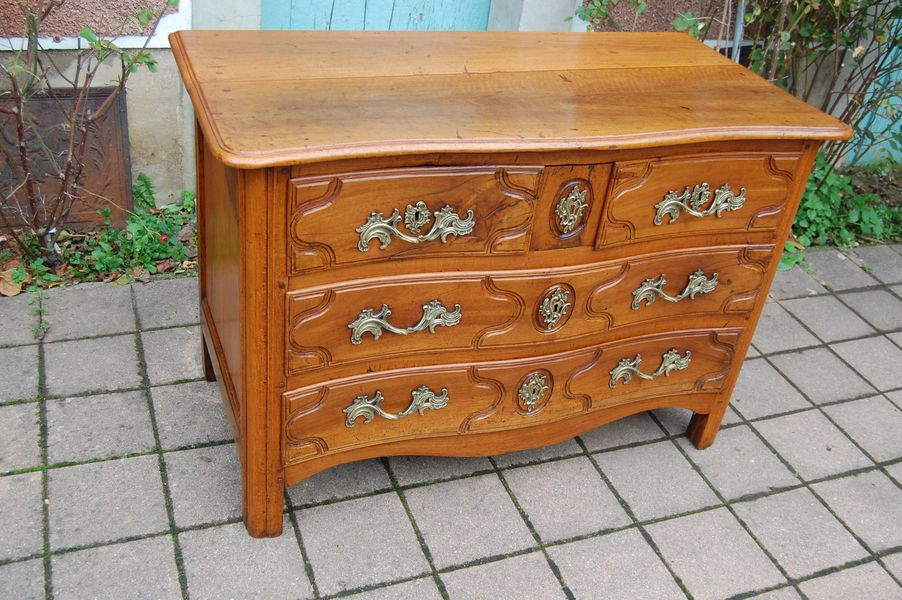 18th CENTURY PARISIAN CHEST OF DRAWERS