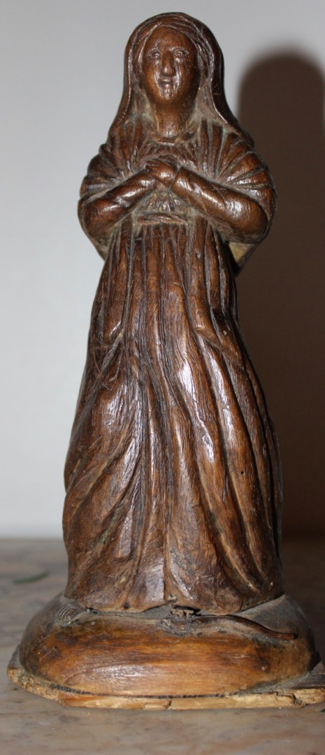 WALNUT STATUE OF THE VIRGIN MARY