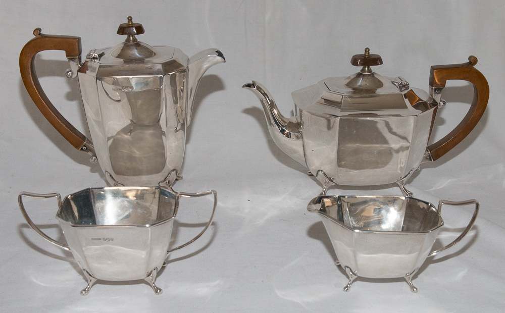 ENGLISH TEA SET IN SILVER