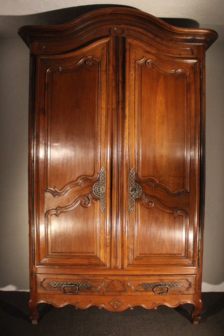 18th CENTURY PROVENCAL ARMOIRE