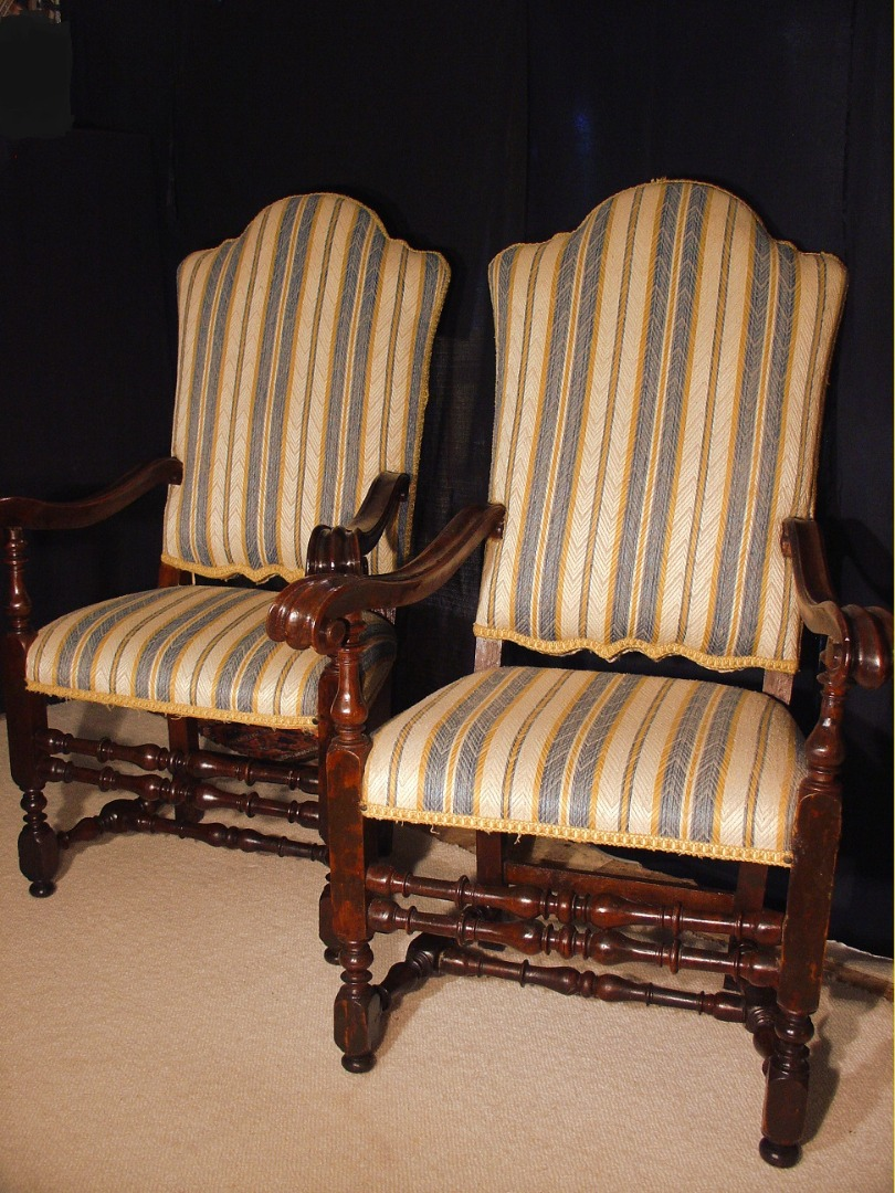 Pair of 17 th century Italian armchairs