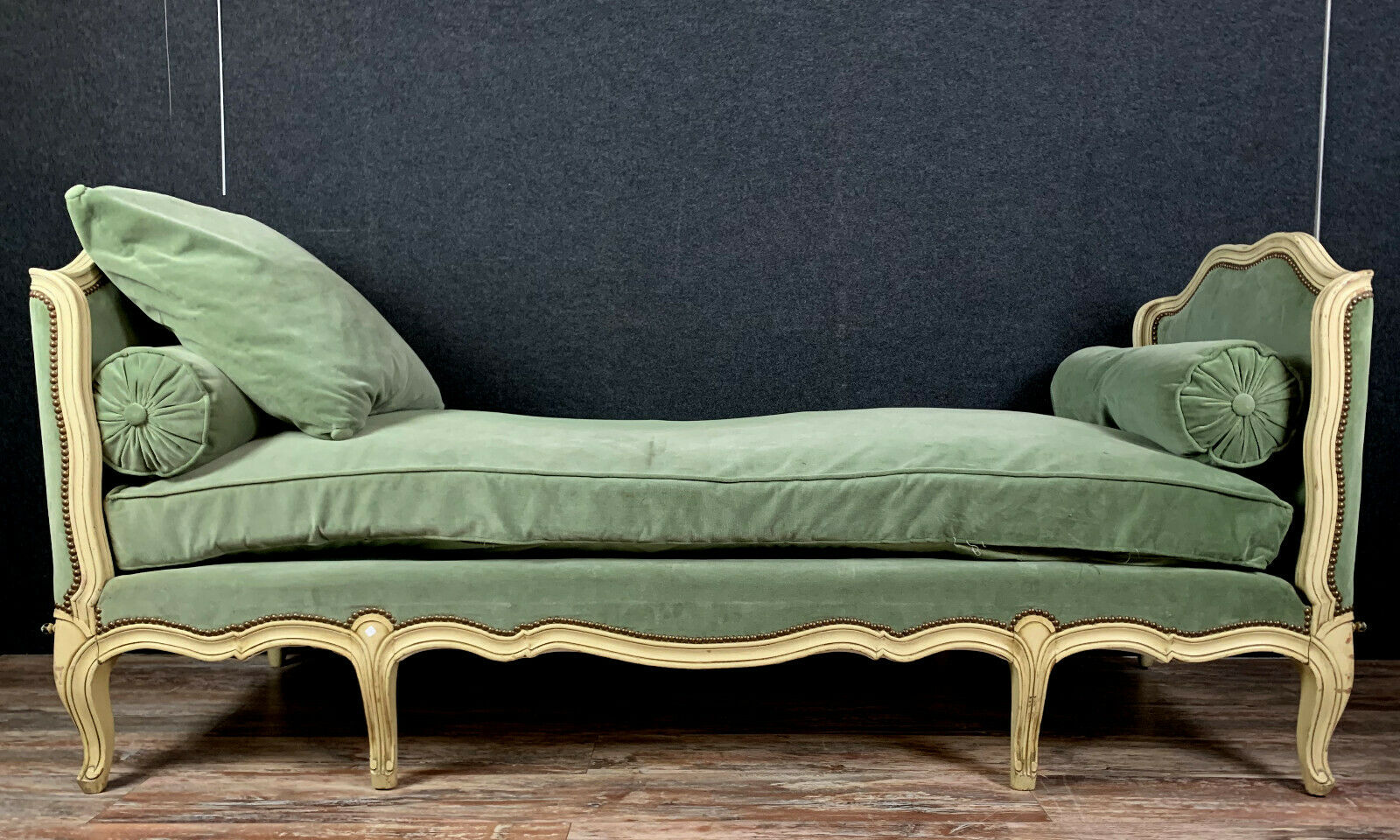 LOUIS XV STYLE DAY BED
