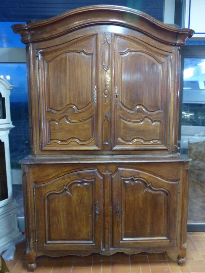 XVIII th four door Bordeaux buffet circa louis xv 18th