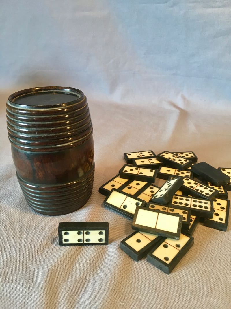 TURNED WOODEN BARREL AND DOMINO GAME