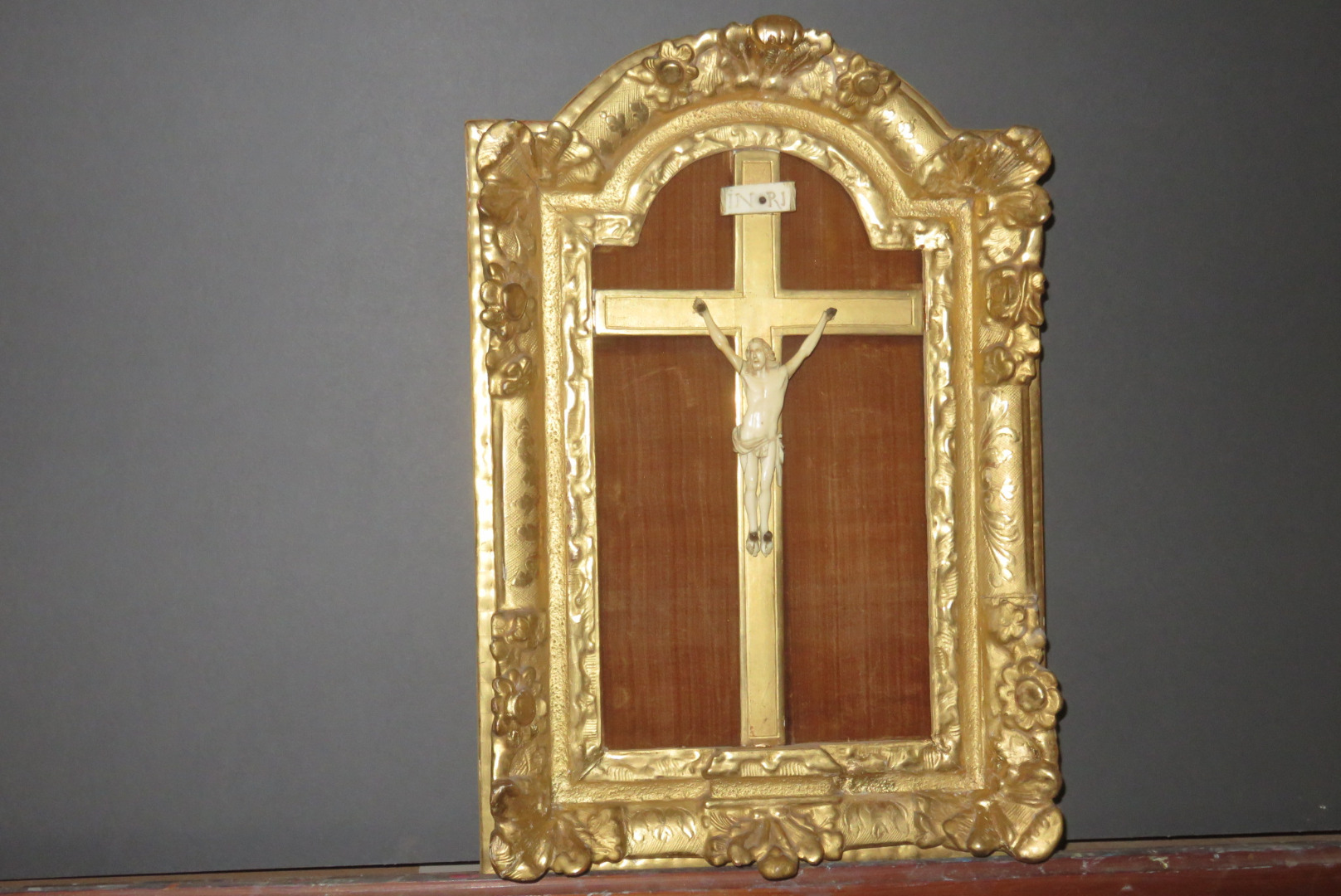 LOUIS XIV PERIOD IVORY AND GOLD LEAF CRUCIFIX