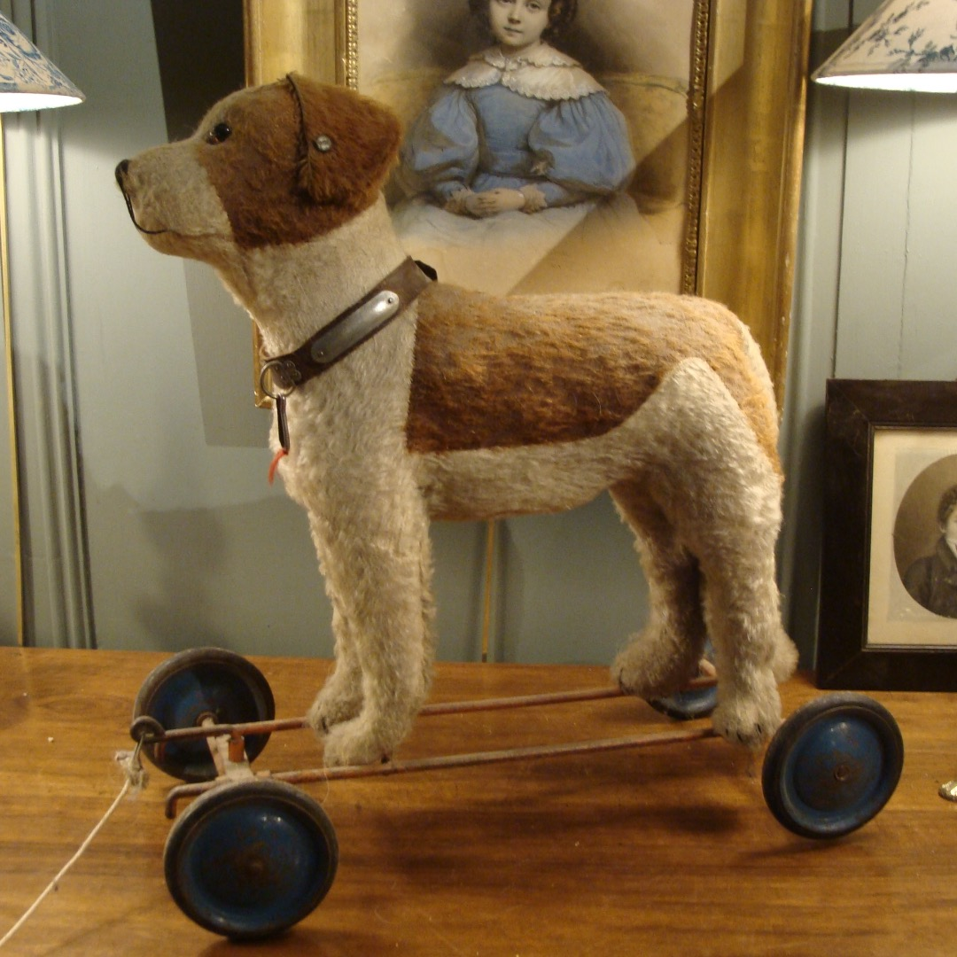 Plush Dog On Wheels, Fadap