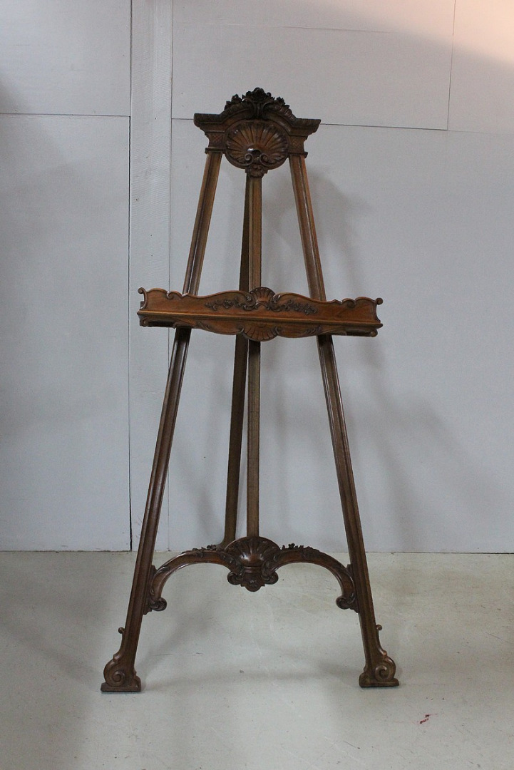 Grand Louis XV easel carved - 1920