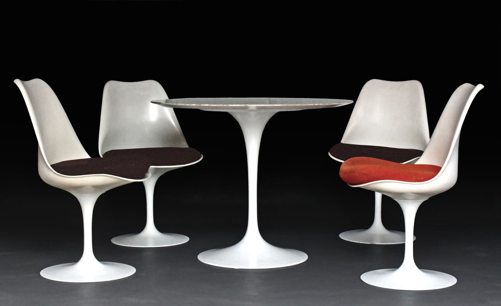 KNOLL & SAARINEN TABLE AND CHAIRS