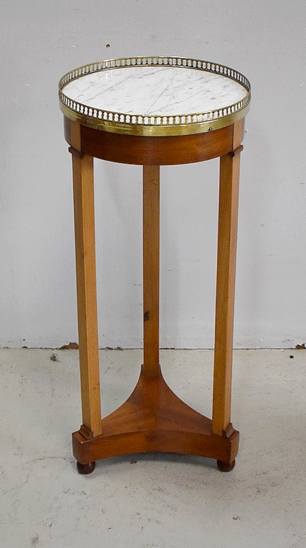 DIRECTOIRE STYLE STAND