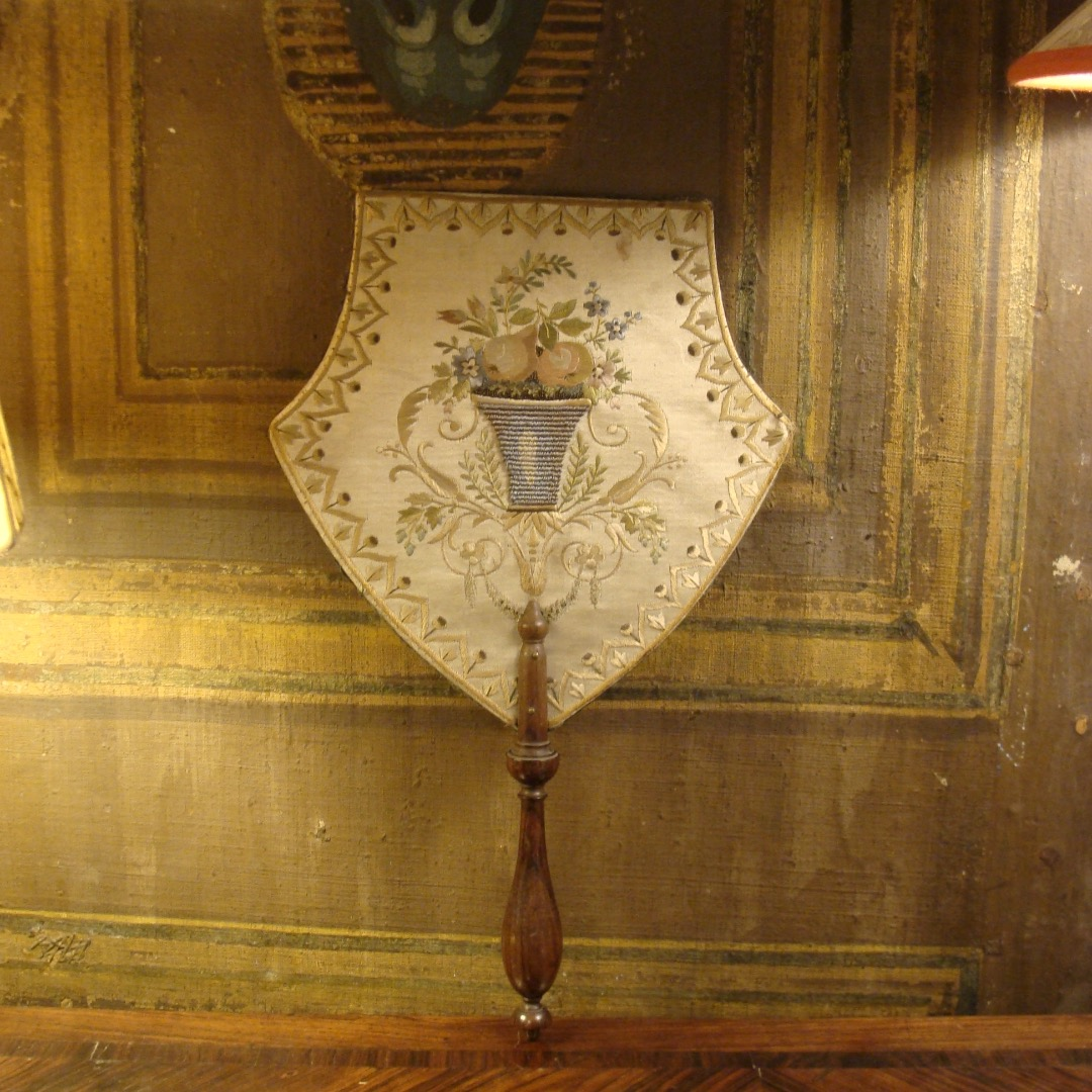 19th CENTURY HAND SCREEN
