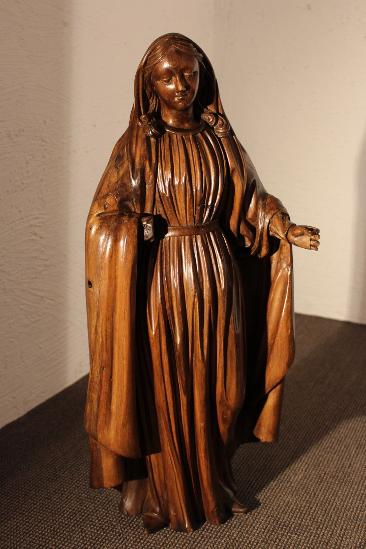 18th CENTURY STATUETTE OF THE VIRGIN MARY