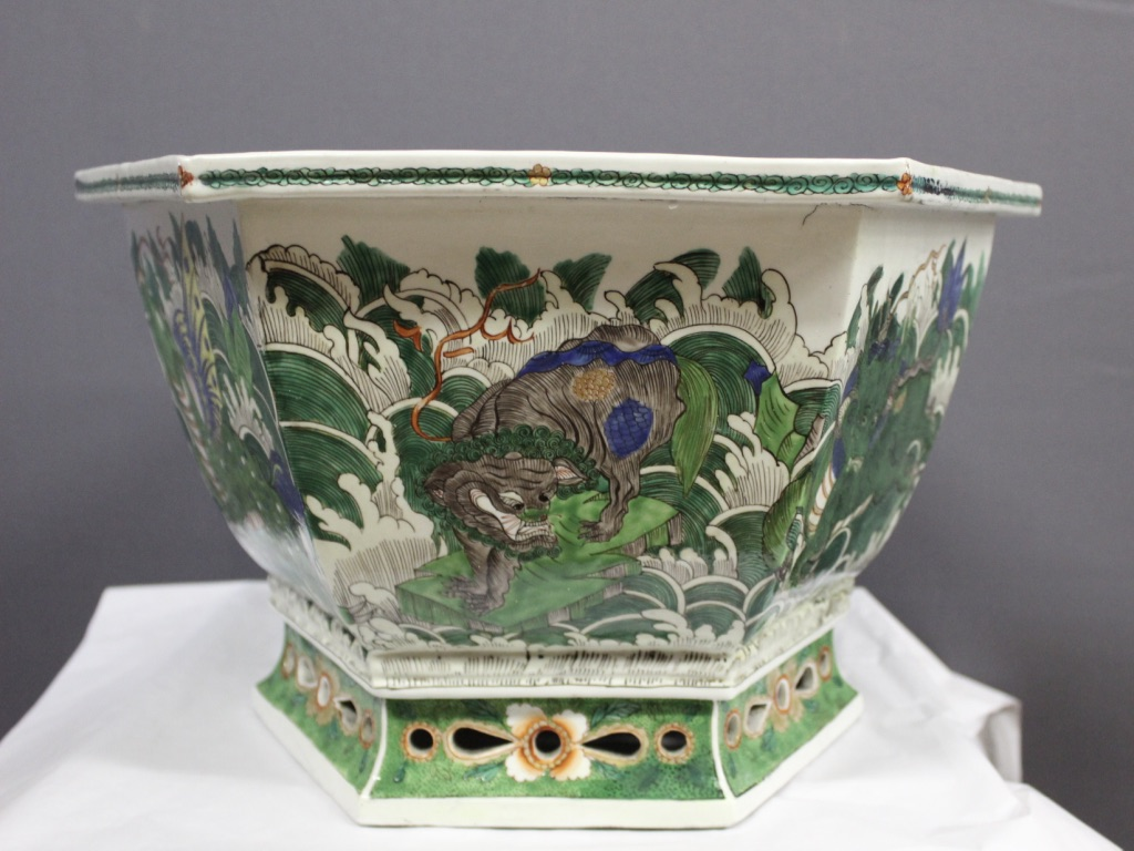 China Porcelain Cache Pot End XIX